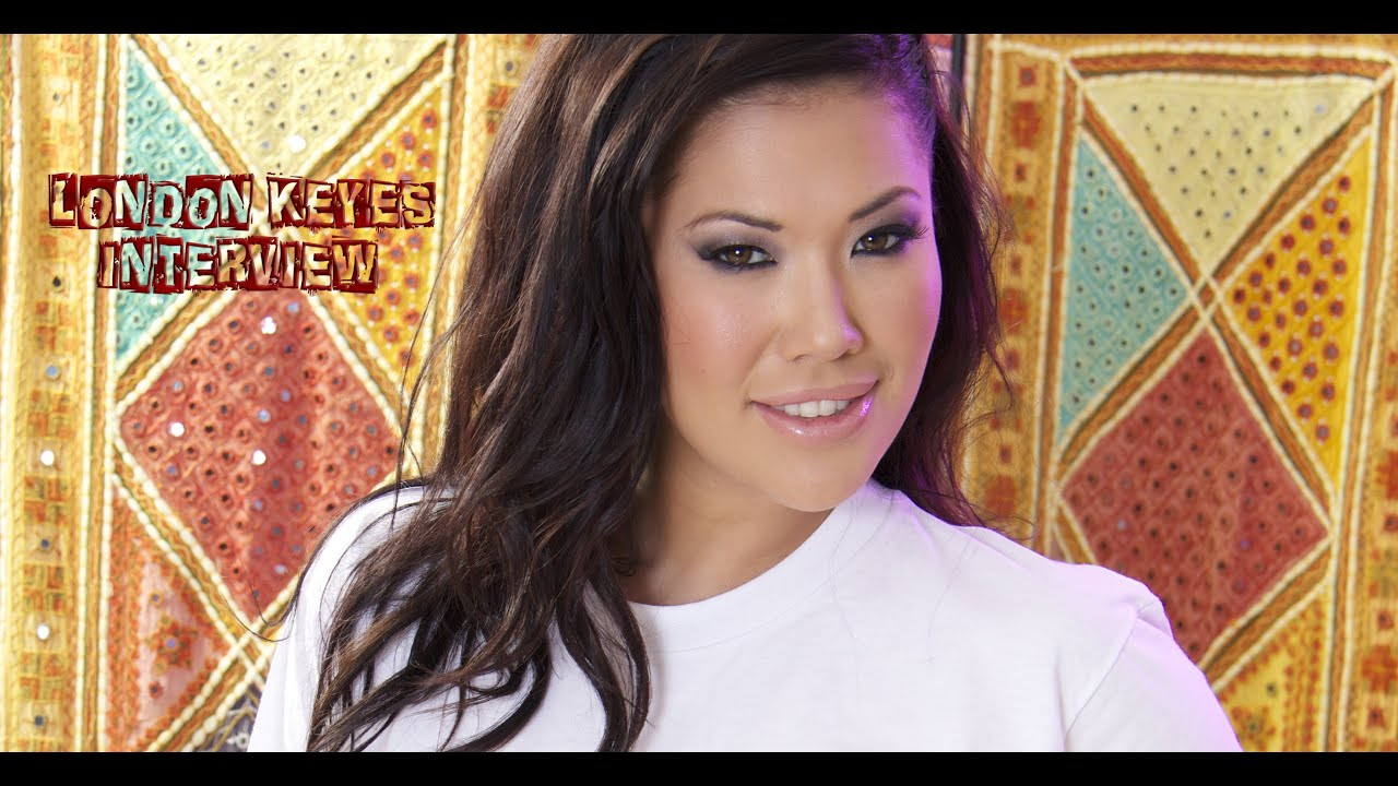 Asian pornstar London Keyes sucks the cum from two guy's dicks at once № 1469254  скачать