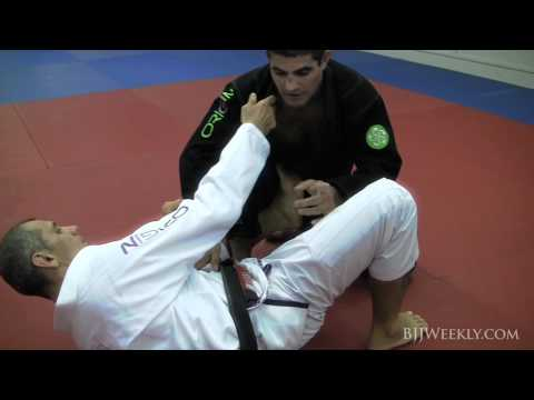 Ricardo De La Riva - Knee Lapel DLR Sweep - BJJ Weekly #073 Image 1