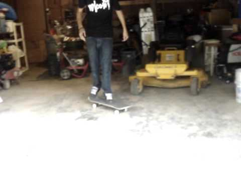 My first double kickflip (dont forget to rate and comment)