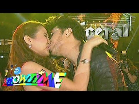 It's Showtime: Vice kisses Karylle on 'Showtime Kapamilya Day'