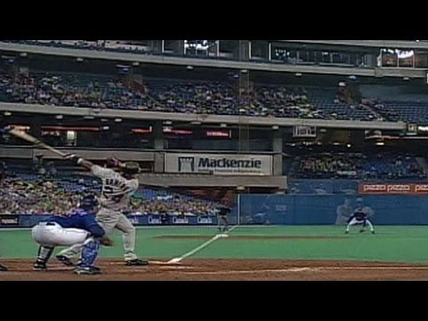 BOS@TOR: Ramirez hits homer into SkyDome's fifth deck