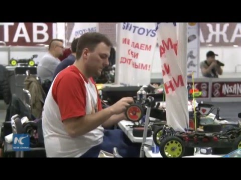 Fast and furious: radio car and ship racers compete in Moscow