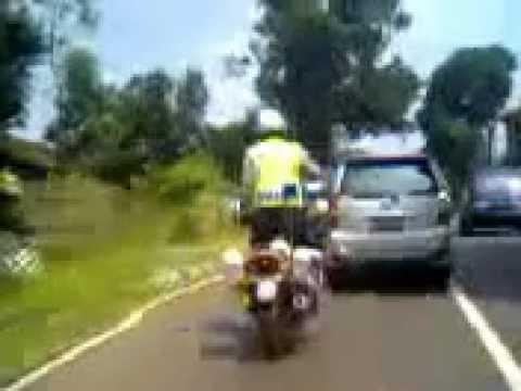 Bripka Karno Suroyo Aksi Akrobatik Polantas Subang