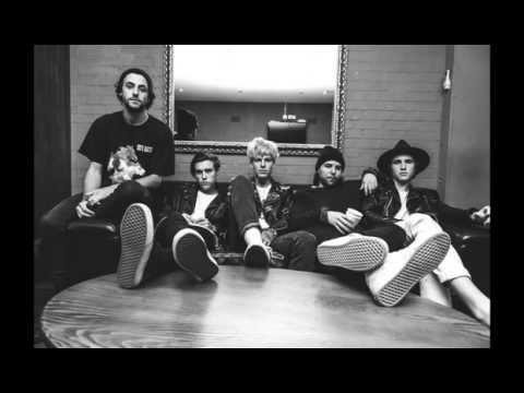 The Neighbourhood - Greetings From Califournia (Lyrics Video)
