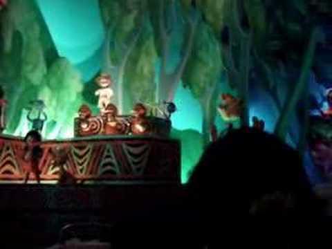 Disneyland resort paris la maison de poup es youtube - Maison de mickey halloween ...