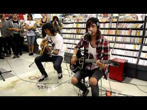 Pierce The Veil - Yeah Boy And Doll Face Acoustic Live