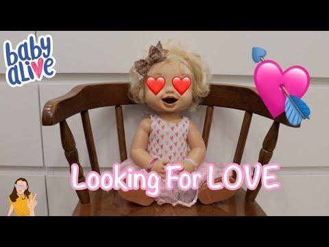 Baby Alive Emma Tries to get a Valentine! | Kelli Maple