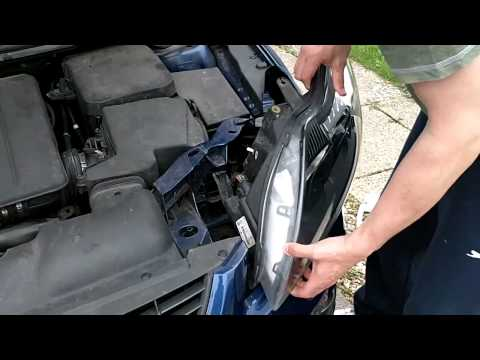 Replacing a 2008 Ford Focus Headlamp in under 3 minutes.