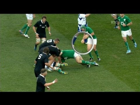 Rory Best plays on with a broken arm against New Zealand