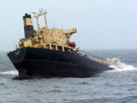 Ship sinks near Mumbai