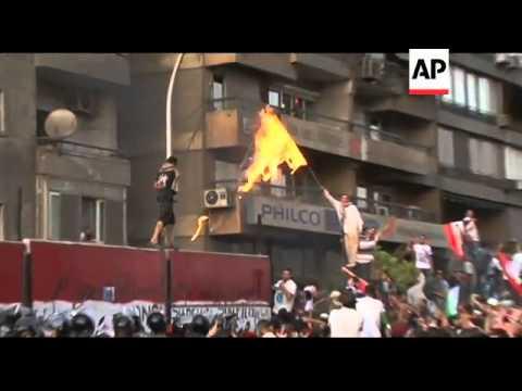 WRAP Egyptians break into Israel Embassy in Cairo