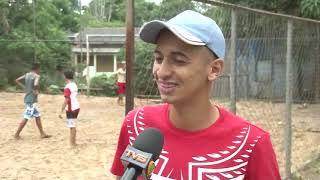 Jovens pedem providências da prefeitura para arrumar quadra de esporte no bairro Mocinha Magalhães