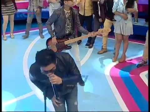 "download lagu Seventeen ""Cinta Jangan Sembunyi"" - dahSyat 19 November 2014 gratis"