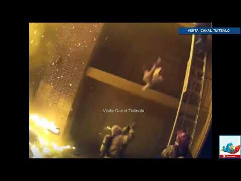 Bombero atrapa a niña tras caer de un edificio en llamas