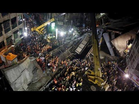 Hindistan'da köprü çöktü: En az 22 ölü