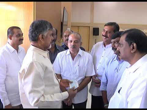 VIJAYAWADA CLUB OWNERS PRESENTED RS 9 LAKHS CHEQUE TO AP CM TO KFRF AT PRAJAVEDIKA ON 29092018
