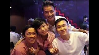 Bé HIẾU TRUNG gõ BO đệm nhạc cho ĐÀM VĨNH HƯNG hát!!!!