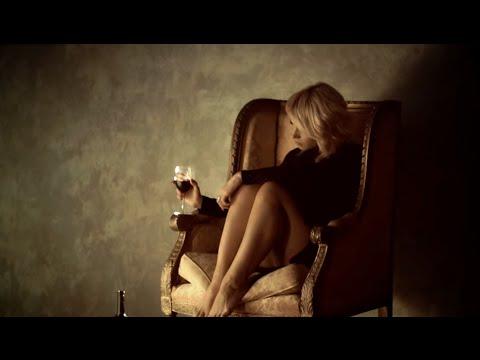 """Videoclip în premieră la Neatza! Amna feat. Robert Toma - """"În oglindă"""""""