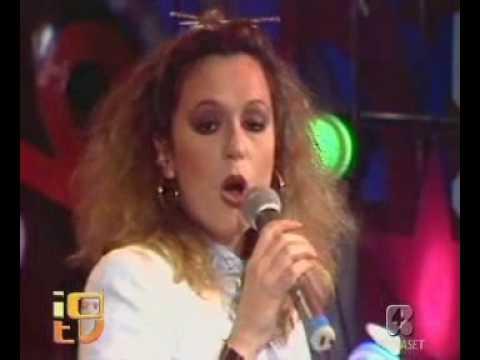 Titelbild des Gesangs Notti d'agosto von Loretta Goggi