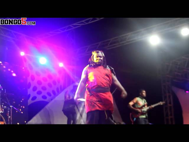 Mrisho Mpoto singing during the celebration of 10 years of THT