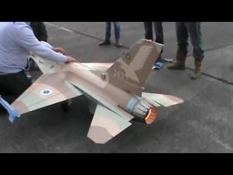 Modelvliegtuig. Schaalmodel F 16