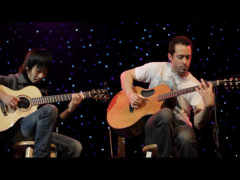 Trace Bundy & Sungha Jung - Billie Jean on acoustic guitar