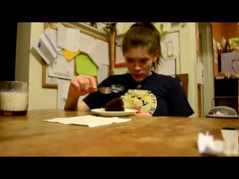 Kat vs Coma Cake (How Do The Piggies Eat?)