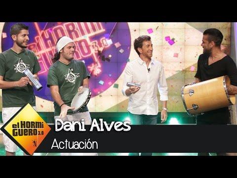 Dani Alves toca y canta en directo en 'El Hormiguero 3.0'