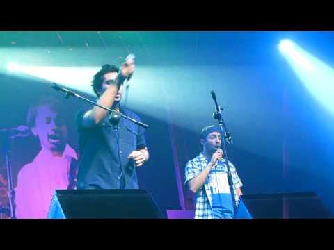 Hysteria  Atif Aslam Concert in Bahrain 2010 - Yaroon yahi dosti...