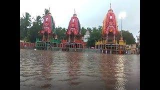 ओडिशा में भारी बारिश, भगवान जगन्नाथ का रथ डूबा
