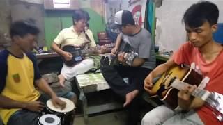 Download lagu dangdut latihan soneta...,rhoma irama - kehilangan gratis