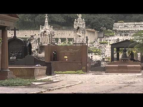 Turismo no cemitério São João Batista RJ apresenta aos visitantes personagens marcantes da história
