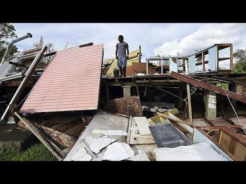 بدء المساعدات الدولية لسكان فانواتو بعد الاعصار الذي ضرب الأرخبيل