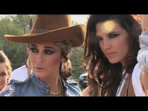 Vicky Martín Berrocal y Laura Sánchez, moda en El Rocío
