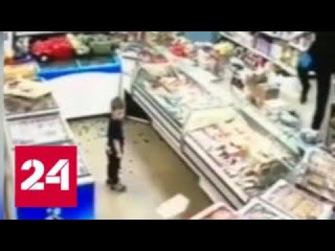 В Жуковском покупательница на глазах у малолетнего сына разнесла продуктовый магазин - Россия 24