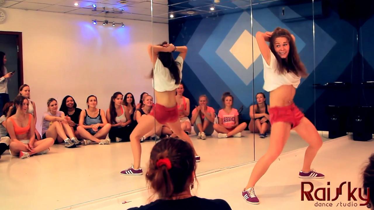 Танец попку тристи в эмираты видё просмотр 7 фотография