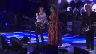"Paul McCartney with Brittany Howard (Alabama Shakes) - 「Lollapalooza 2015」でのライブから""Get Back""の映像を公開 thm Music info Clip"