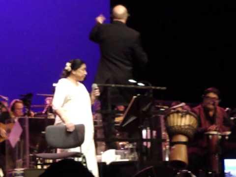 Asha Bhosle live in Holland. Raat akeli hai