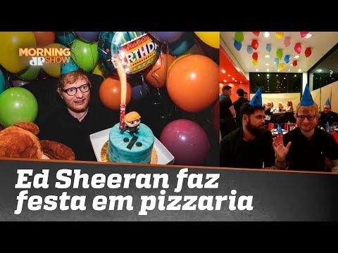 Gente como a gente Ed Sheeran comemora aniversário em pizzaria de Porto Alegre