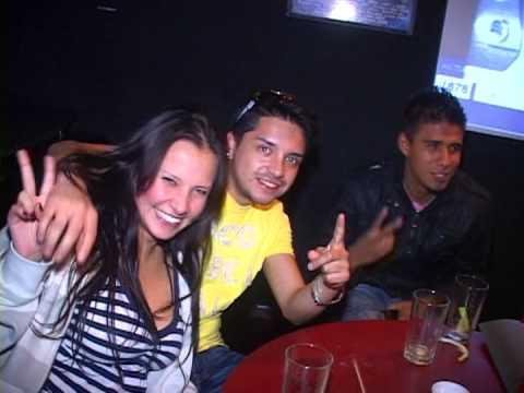 Medio Tiempo Karaoke Bar