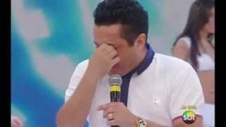 Juras de Amor - Bruno e Marrone - Bruno se emociona no Domingo Legal (23/10/2011 - ao vivo)