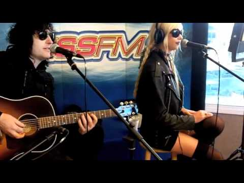 Taylor Momsen In-Studio With Johnjay & Rich Music Videos