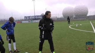 Zweikampftraining am Deutschen Fußball Internat