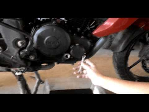 Como cambiar el Aceite de una Motocicleta (Cambio de Aceite YAMAHA FZ16)