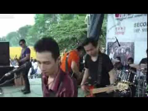KAORI live at smp 10 november Sidoarjo.MP4 thumbnail