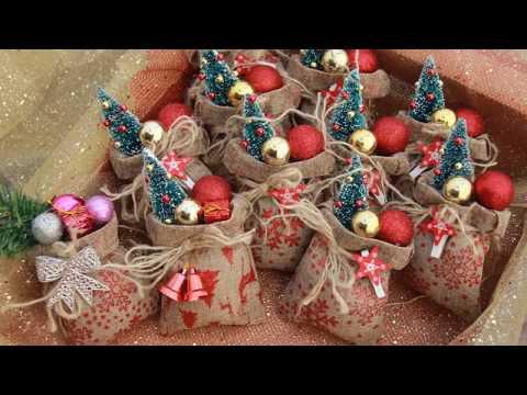 Игрушки на елку. Мешочки с подарками от деда мороза.