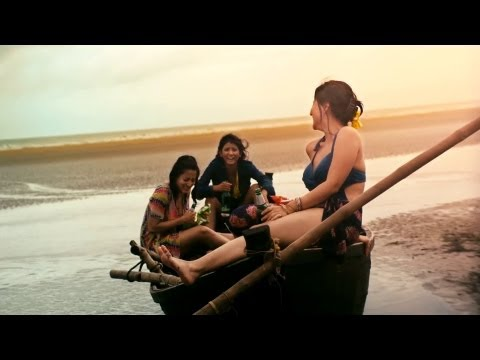 Aami Aar Amaar Girlfriends Bengali Movie 2013 Official Teaser | Raima, Parno, Swastika Mukherjee video