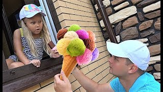 Alice Pretend play selling plastic ice cream in your toy store !