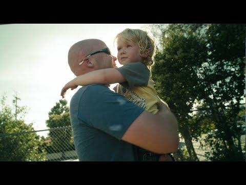 Egy könnyfakasztó videó emlékeztet, miről is szól valójában az apaság