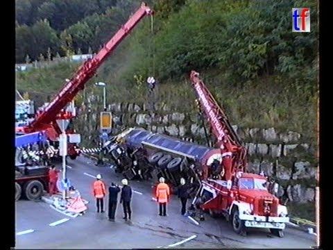 Stuttgart FD / Feuerwehr Stuttgart: OVERTURNED TANK TRUCK, HEAVY RESCUE / Lkw-Bergung, 16.10.1991